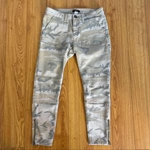 Urban outfitters camo cropped skinny jeans size:27